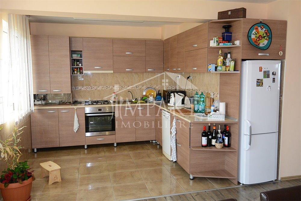 Apartament de vanzare 5 camere  in Cluj Napoca - cartierul Buna Ziua