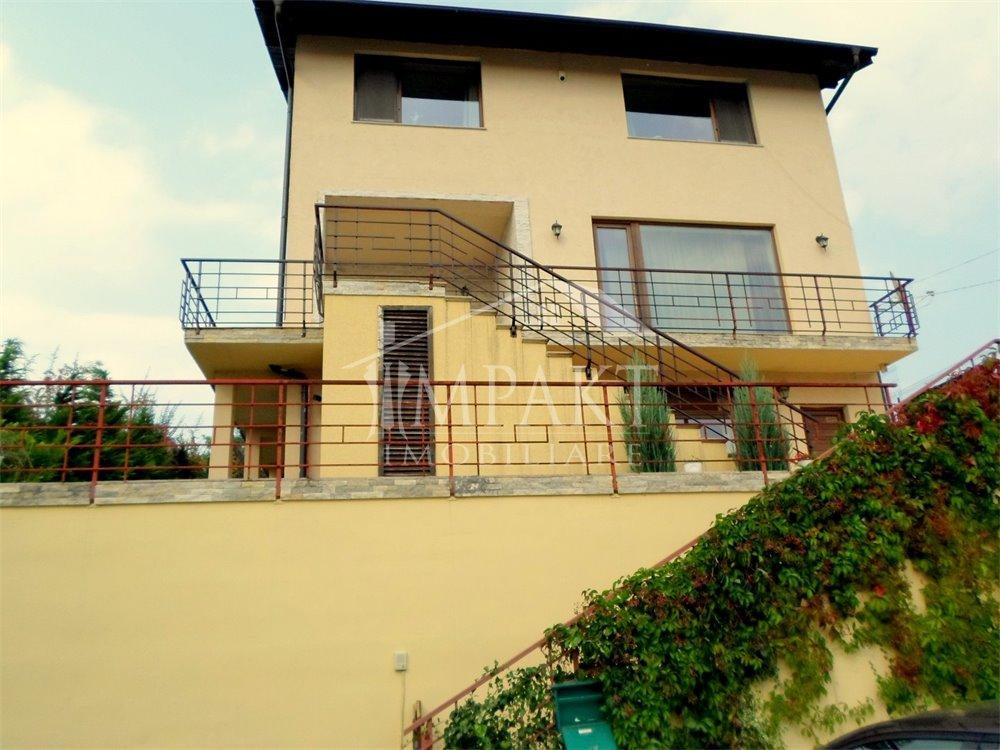 Casa de vanzare 8 camere  in Cluj Napoca - zona Borhanci