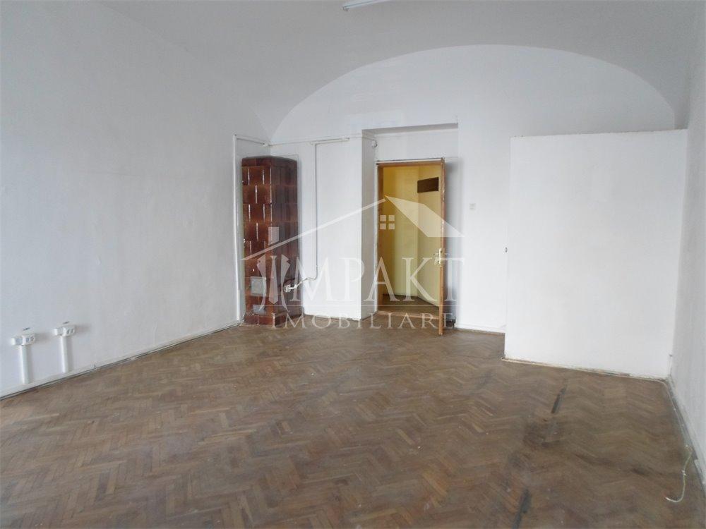 Spatiu de vanzare 3 camere  in Cluj Napoca -  Centru
