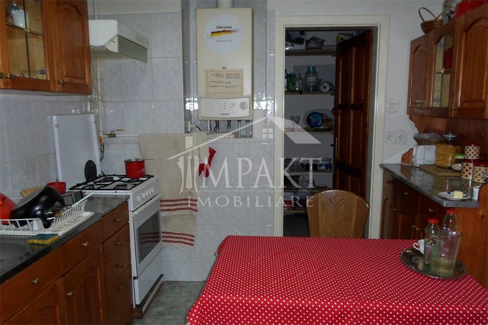 Apartament de vanzare 4 camere  in Cluj Napoca -  Centru